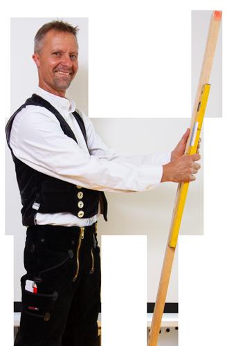 Herr Schmidt mit Latte und Wasserwaage